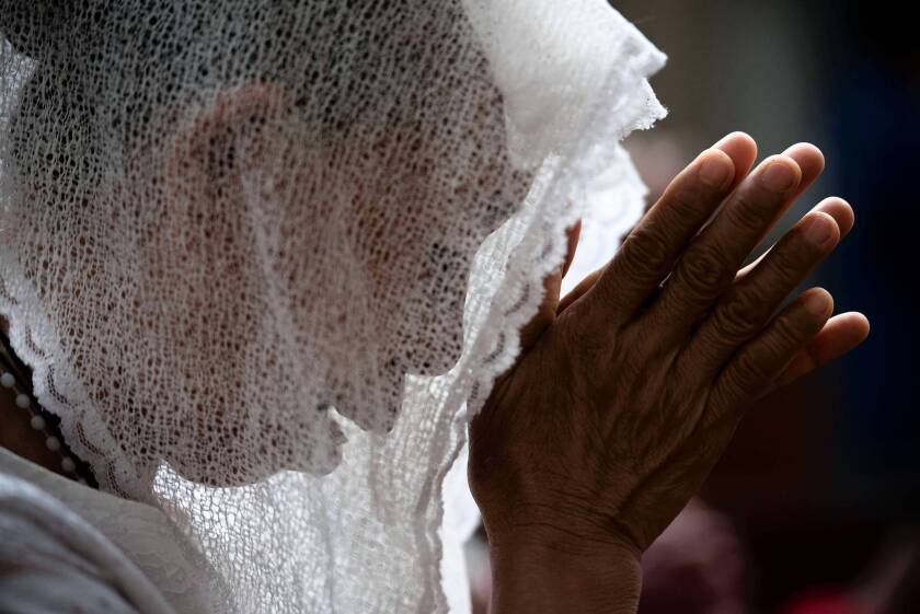 Philippine typhoon victim attends Mass