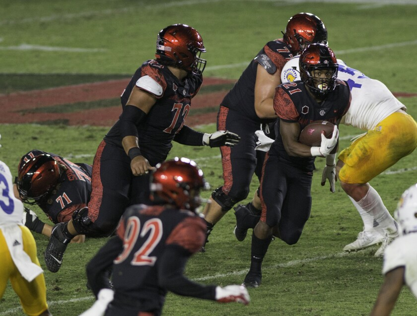 San Diego State's Chance Bell (21) finds an opening.