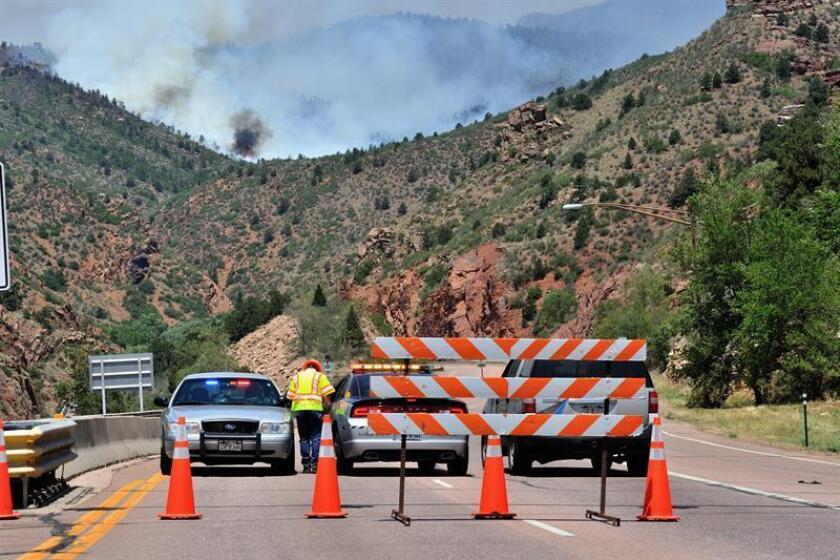 Además, residentes de centros turísticos y miembros de la tribu Ute recibieron órdenes de preevacuación por el nivel de humo en la zona. EFE/Archivo