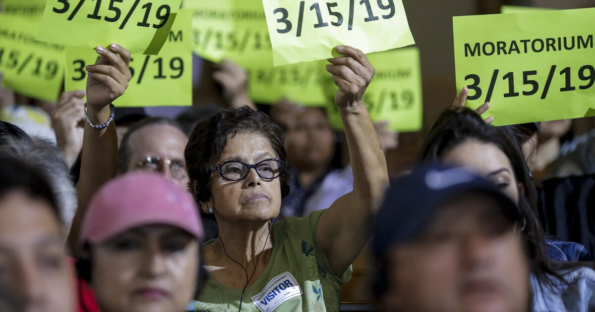 Σε αναμονή για την καπ για τα ενοίκια, Καλιφόρνια πόλεις σπρώξτε προς τα πίσω κατά