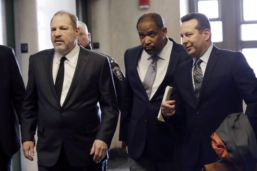 En esta foto del 25 de enero de 2019, Harvey Weinstein, a la izquierda