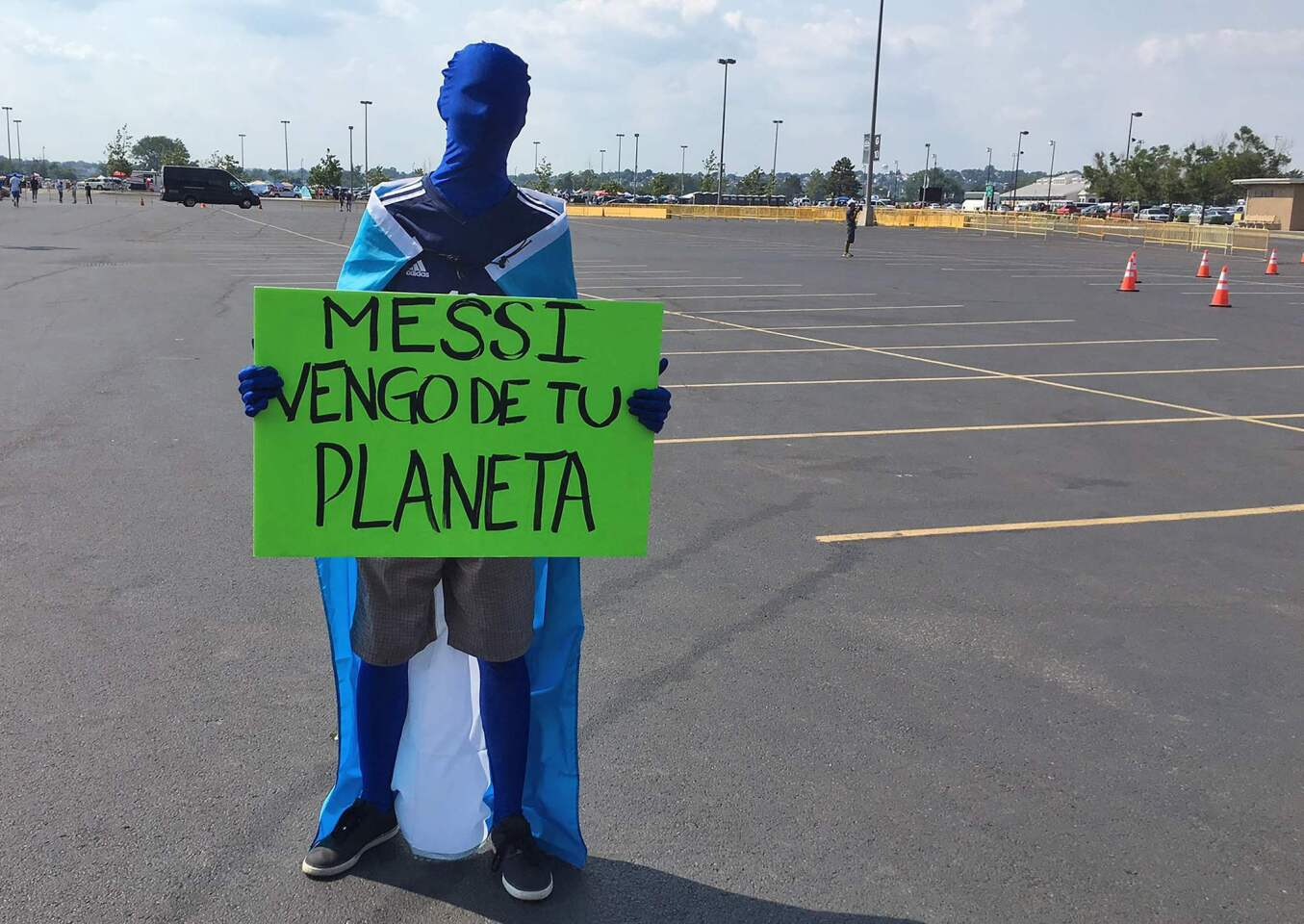 """A supporter of Argentina holds a sign reading """"Messi, I come from your planet"""" outside the Metlife stadium before the Copa America Centenario final match against Chile in East Rutherford, New Jersey, United States, on June 26, 2016. / AFP PHOTO / Daniel SLIMDANIEL SLIM/AFP/Getty Images ** OUTS - ELSENT, FPG, CM - OUTS * NM, PH, VA if sourced by CT, LA or MoD **"""
