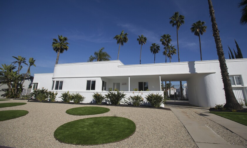 To complement the lines of their 1934 Streamline Moderne home, a Long Beach couple envisioned circles of artificial grass framed by pebbles. In addition to being bold, the design conserves water.