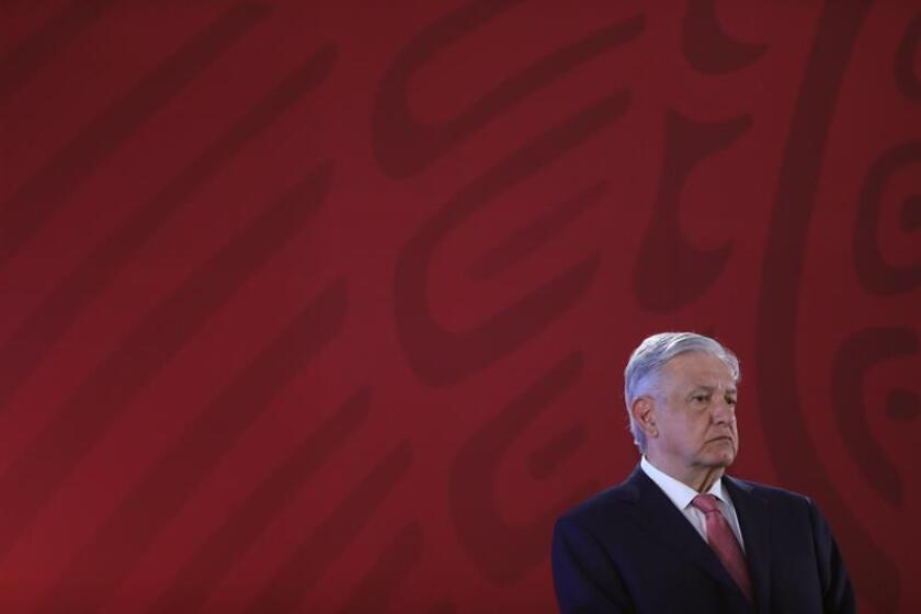 El presidente de México Andrés Manuel López Obrador asiste este jueves a una rueda de prensa matutina en el Palacio Nacional en Ciudad de México (México). EFE