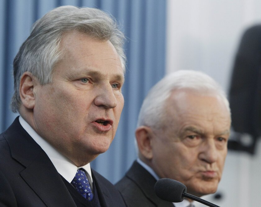 Former Polish President Aleksander Kwasniewski, left, and former Prime Minister Leszek Miller, at a Warsaw press conference Dec. 10 where they confirmed Poland had collaborated in the CIA interrogation of terror suspects after Sept. 11, 2001.