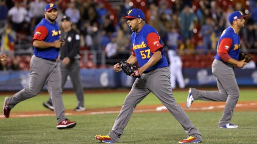 WBC: Venezuela scores three in ninth to defeat Italy, 4-3 - Los ...