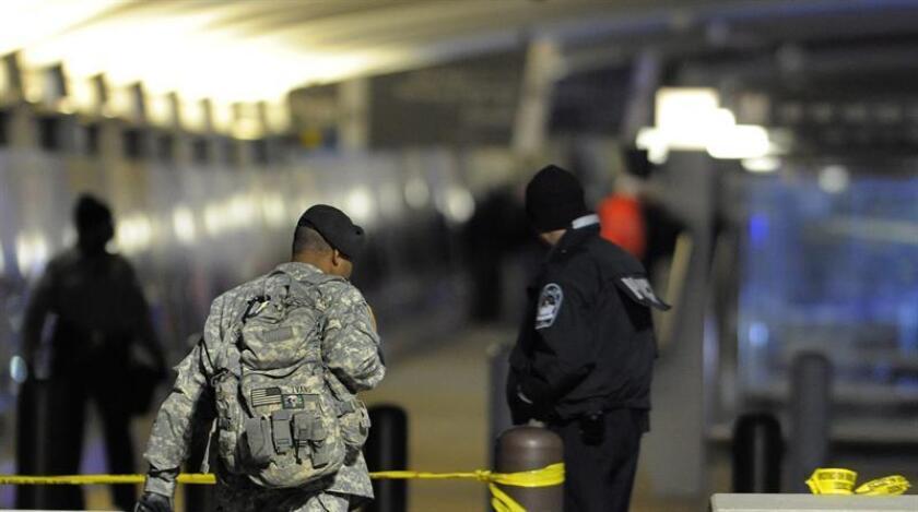 Las autoridades han encontrado un paquete sospechoso enviado al Pentágono que, según los análisis preliminares, contiene ricino, informaron hoy fuentes del Departamento de Defensa. EFE/Archivo