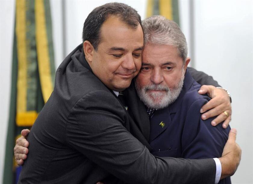 El expresidente brasileño Luiz Inácio Lula da Silva y su familia denunciaron hoy al juez Sergio Moro, uno de los principales responsables de la investigación de las corruptelas que envuelven a la petrolera estatal Petrobras, informó la defensa del político, quien está implicado en el caso.