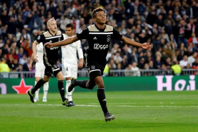 El lugar del delantero será ocupado por Neres, de 22 años y autor de unos de los tantos de la goleada del Ajax frente al Real Madrid en el Santiago Bernabeu (1-4) que le costó al equipo merengue la eliminación de la Liga de Campeones. EFE/Archivo