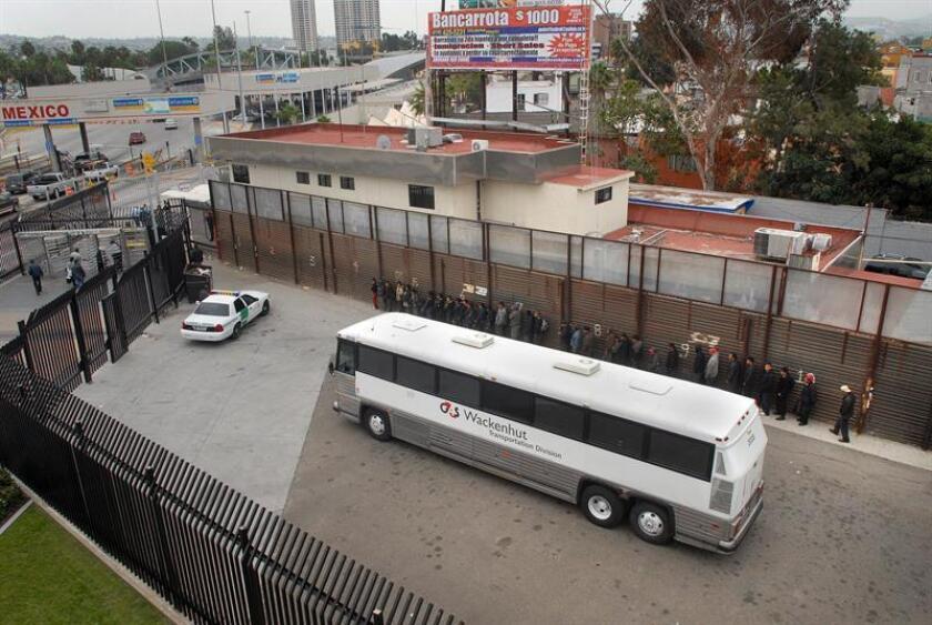 El mexicano Melecio Andazola Morales, residente en Colorado desde hace 20 años y con cuatro hijas estadounidenses, fue deportado el viernes pasado luego de fracasar las gestiones hechas por su familia antes las autoridades federales de inmigración, confirmó hoy su hija Viviana Andazola Márquez. EFE/ARCHIVO