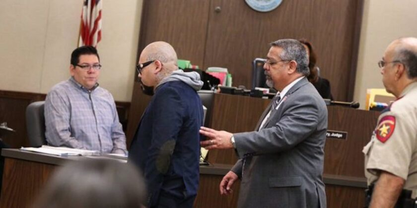 Aunque no salió esposado de la corte, A.B. Quintanilla fue enviado a prisión por la jueza a cargo de su caso.