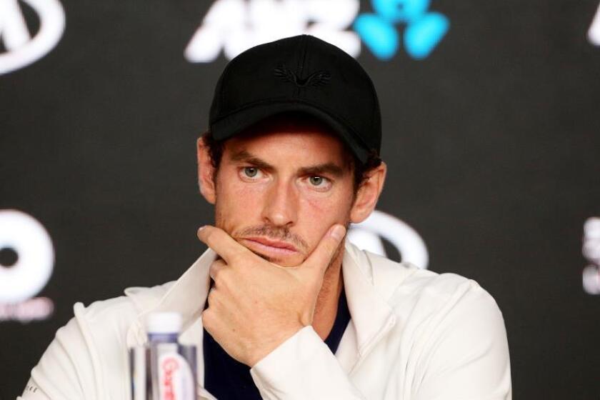 El tenista británico Andy Murray reacciona durante la rueda de prensa celebrada tras caer derrotado ante el español Roberto Bautista en el partido de la primera ronda del Abierto de Australia que disputaron en Melbourne, hoy, 14 de enero de 2019. EFE