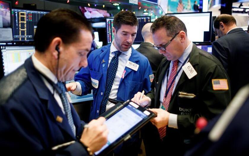 Agentes bursátiles trabajan durante el inicio de la jornada en la Bolsa de Nueva York (Estados Unidos). EFE/ARCHIVO