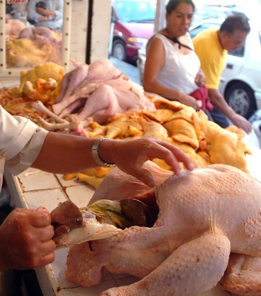 Entre enero y octubre de 2018 los envíos de carne de aves a México sumaron 138 millones de dólares, frente a los 185 millones de dólares que Brasil le vendió al país latinoamericano en el mismo período del año pasado, informó el Ministerio de Agricultura en un comunicado. EFE/Archivo