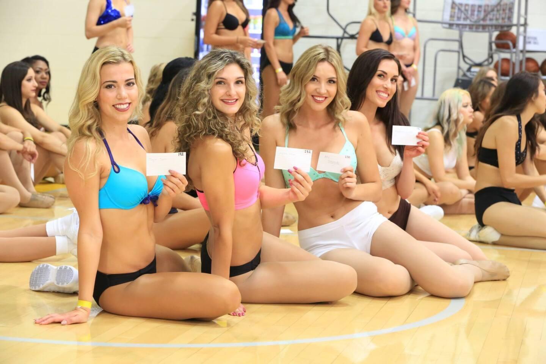 Este sábado se realizaron las audiciones para el equipo de animación de los Lakers, las LakerGirls. Decenas de muchachas hicieron la audición para formar parte del equipo 2015-16 y el lente de HOY Deportes estuvo ahí.
