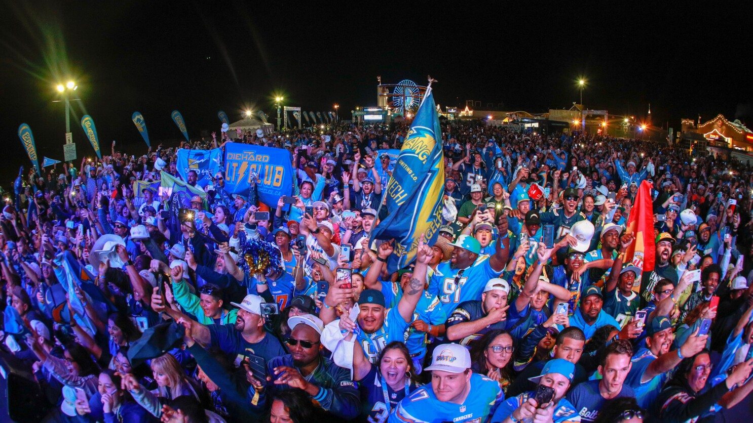 bbeb9ac2 Column: Chargers making progress in battle to win over fans in Los ...