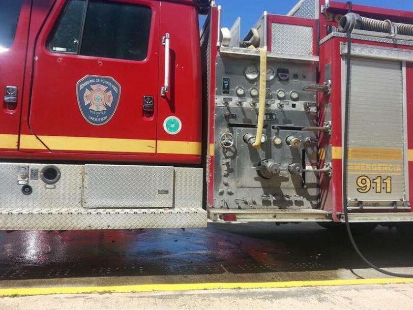 Fotografía cedida por el representante de la Cámara de Representantes, Gabriel Rodríguez Aguiló, que muestra un camión de bomberos en San Juan Puerto Rico. EFE/Gabriel Rodríguez Aguiló/SOLO USO EDITORIAL [SOLO USO EDITORIAL]