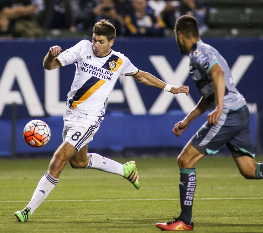 Galaxy ties Santos Laguna, 0-0, but has an edge because of tournament format