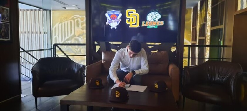 17-year-old pitcher Victor Lizarraga of Mexico signed with the Padres during the 2021 international window.