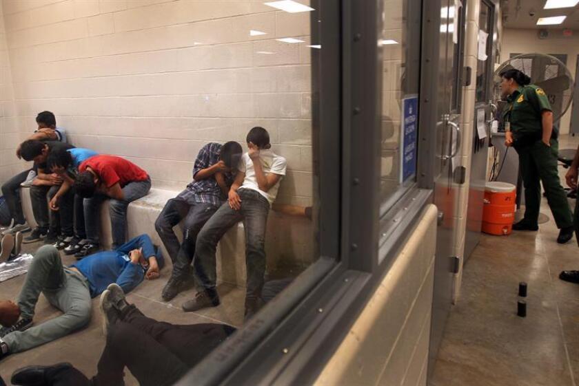 Buena parte del retraso administrativo de los alrededor de 715.000 casos pendientes en las cortes federales de inmigración tiene que ver con la falta de intérpretes calificados, según la Asociación Nacional de Jueces de Inmigración de Estados Unidos (NAIJ, en inglés). EFE/Archivo