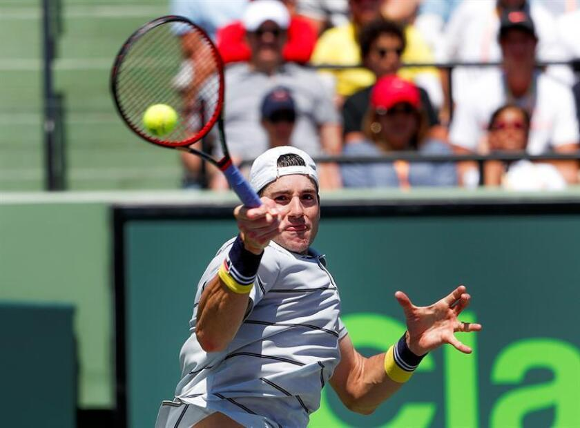 John Isner of the US in action against Juan Martin del Potro of Argentina during a men's semifinal round match at the Miami Open tennis tournament on Key Biscayne, Miami, Florida, USA, 30 March 2018. (Abierto, Tenis, Estados Unidos) EFE
