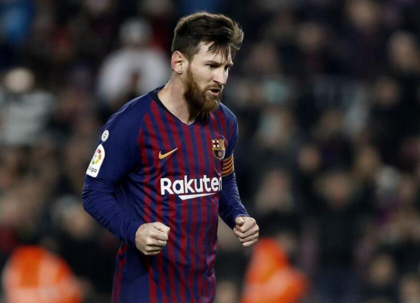 El delantero argentino del FC Barcelona, Lionel Messi, celebra su gol anotado ante el Real Valladolid, el primero del partido correspondiente a la jornada 24 de La Liga Santander disputado esta noche en el Camp Nou, en Barcelona. EFE