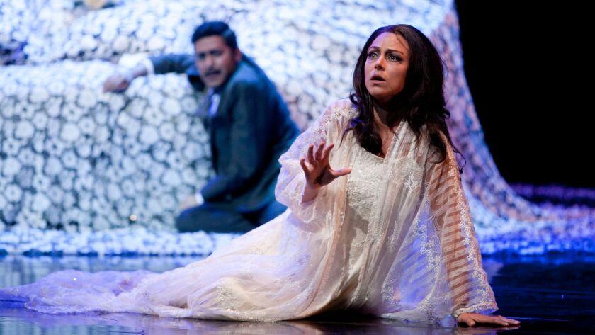 Tenor Jesús Garcia is Alfredo Germont and soprano Corinne Winters is Violetta Valéry in San Diego Op