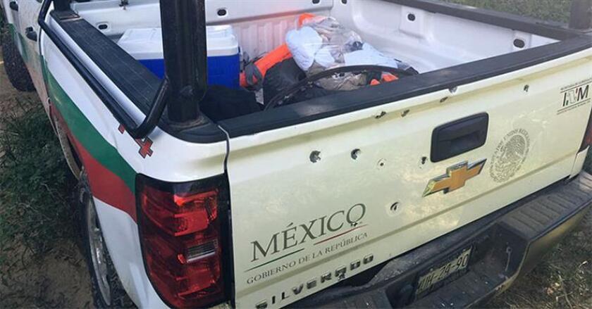 Un presunto grupo criminal interceptó un vehículo del Instituto Nacional de Migración (INM) de México en el estado sureño de Oaxaca y se llevó a 25 migrantes extranjeros y a un presunto traficante de personas que habían sido detenidos por los agentes migratorios, informó hoy la institución.