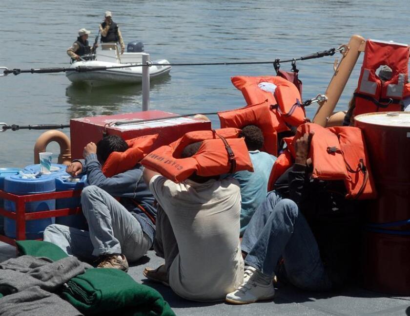 Dieciséis dominicanos y cuatro ecuatorianos fueron detenidos por las autoridades estadounidenses en Puerto Rico al intentar llegar ilegalmente a la isla el pasado día 27 de febrero, informó hoy la Patrulla Fronteriza en un comunicado de prensa. EFE/Archivo