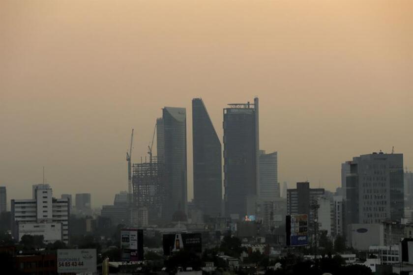 La Ciudad de México activó hoy la fase uno de contingencia ambiental por ozono por primera vez este año debido a las condiciones desfavorables para su dispersión, informó la Comisión Ambiental de la Megalópolis (Came). EFE/Archivo