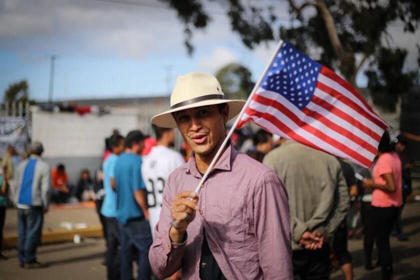 Cientos de personas descansan en la ciudad de Tijuana (México). EFE/Archivo