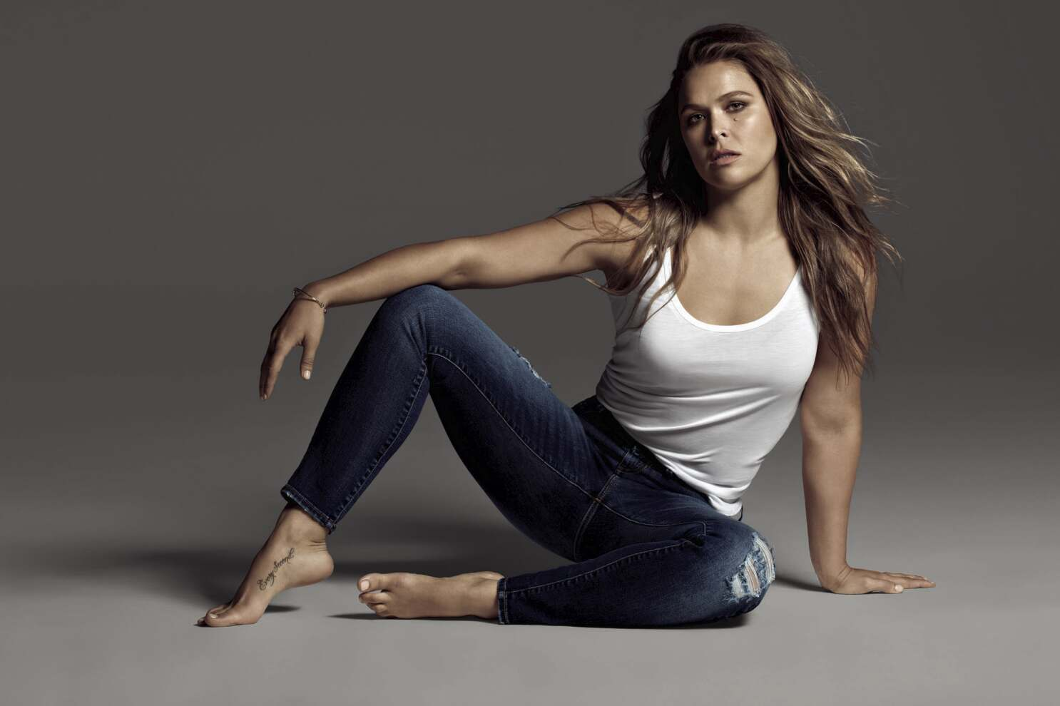 Ronda Rousey shows off curves in photos for new Buffalo David ...