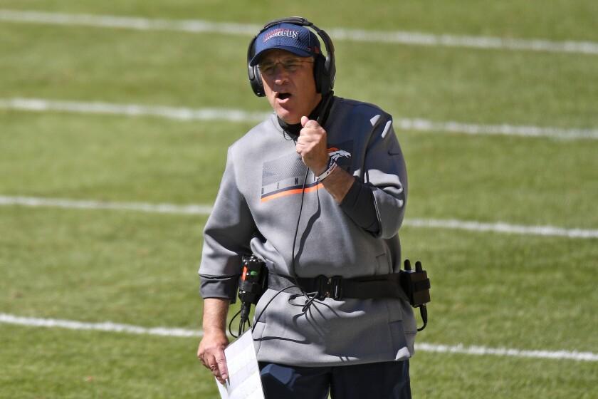 El entrenador de los Broncos de Denver Vic Fangio
