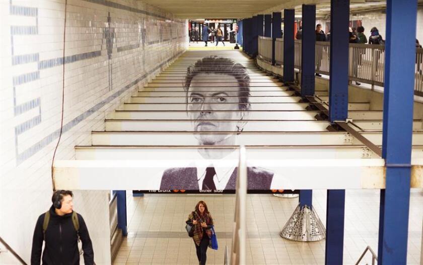 """Intercambio de """"metrocards"""" de David Bowie en el metro de Nueva York"""