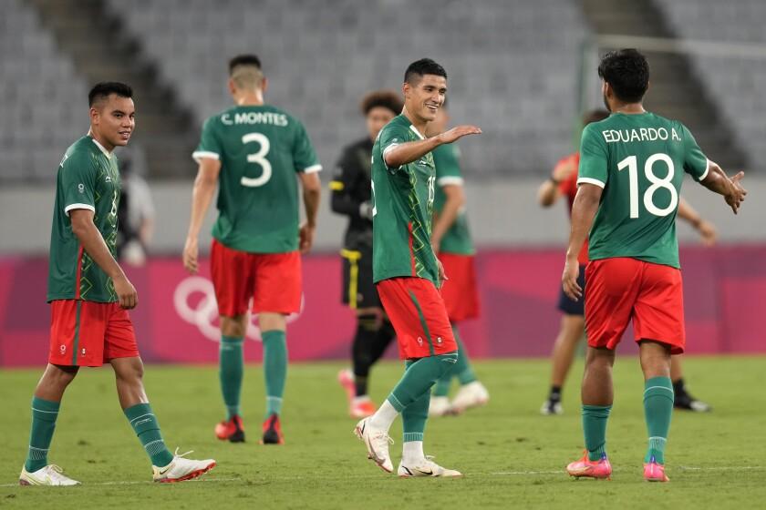 Los jugadores de México celebran