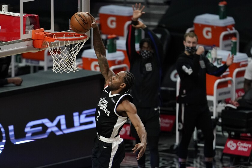 Clippers forward Kawhi Leonard dunks against the Chicago Bulls during the second half.