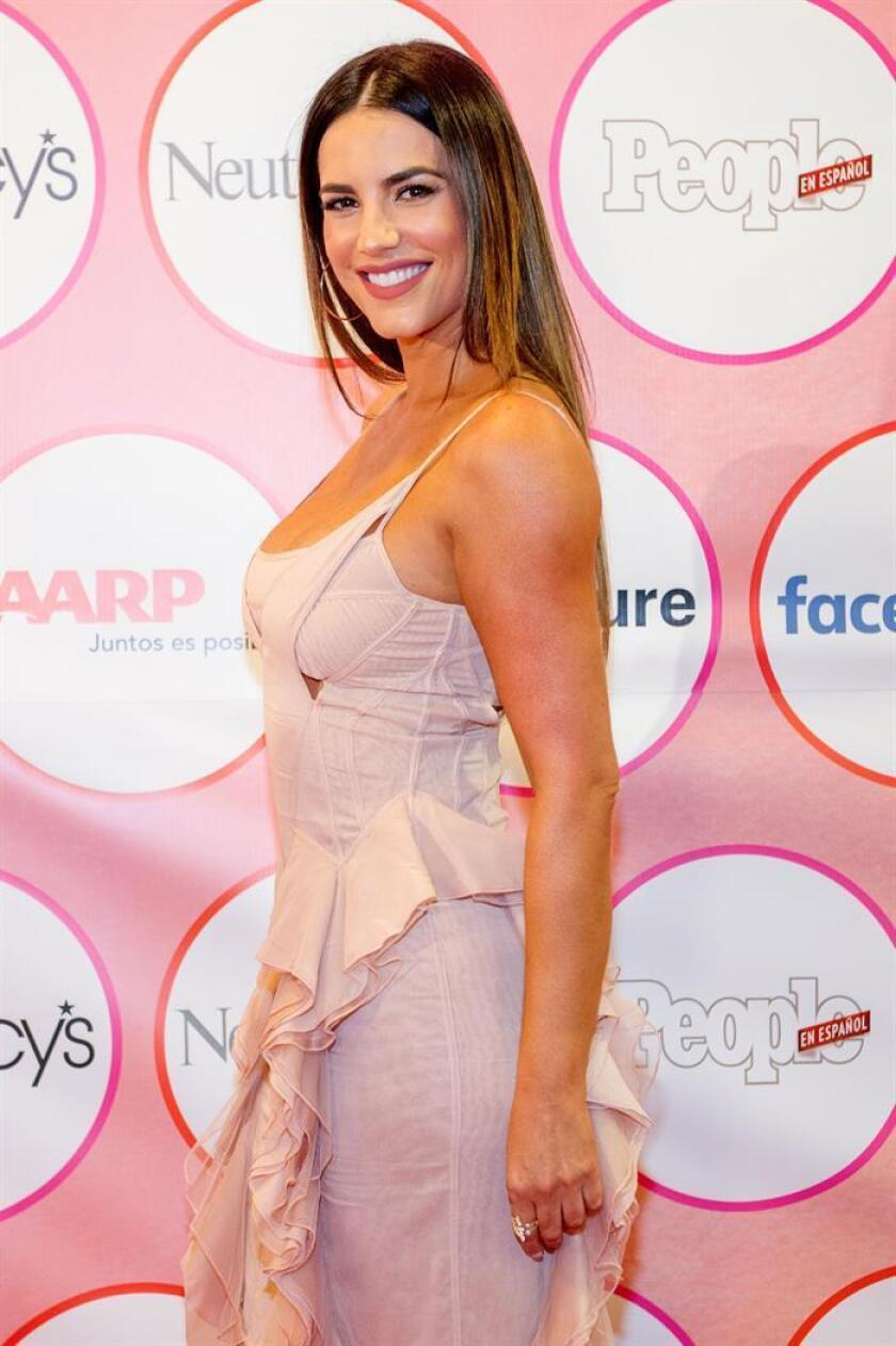 """La actriz venezolana Gaby Espino posa a su llegada a la alfombra roja de la edición de 2018 de las """"25 Mujeres más poderosas de la revista People en Español"""" celebrada hoy, viernes 16 de marzo de 2018, en Miami, Florida. EFE"""