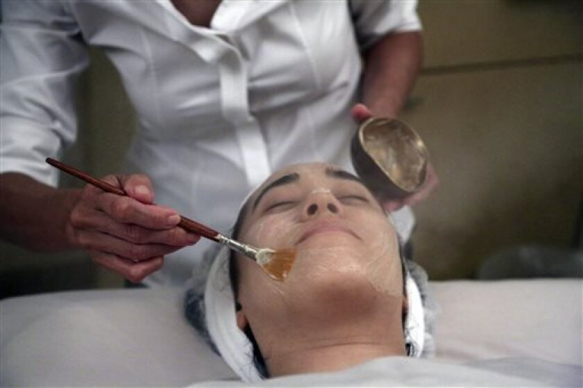 In this Wednesday, July 17, 2013 photo, salon owner Shizuka Bernstein gives what she calls a Geisha Facial to Mari Miyoshi at Shizuka New York skin care in New York. The facial, which Bernstein has been offering for five years, is a traditional Japanese treatment using imported Asian nightingale excrement mixed with rice bran, and goes for $180 a pop. (AP Photo/Mary Altaffer)