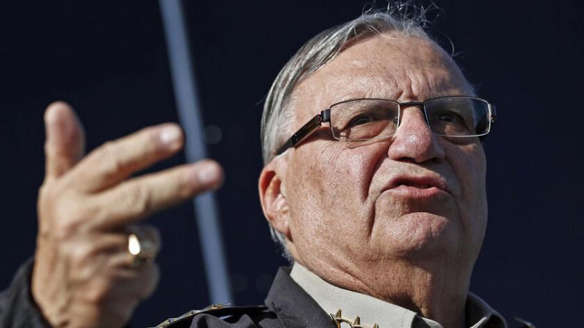 Fuentes cercanas dijeron que los alguaciles federales se encontraban ayer en la tarde ya dentro de las oficinas de Arpaio en el centro de la ciudad de Phoenix, Arizona.