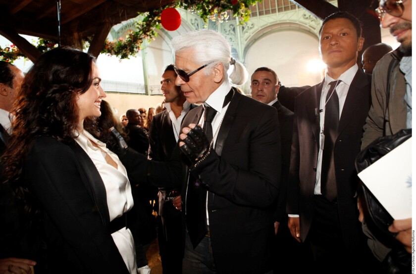 El diseñador Karl Lagerfeld aseguró que Kim Kardashian tiene la culpa de haber sido asaltada en París, informó el diario The Telegraph.