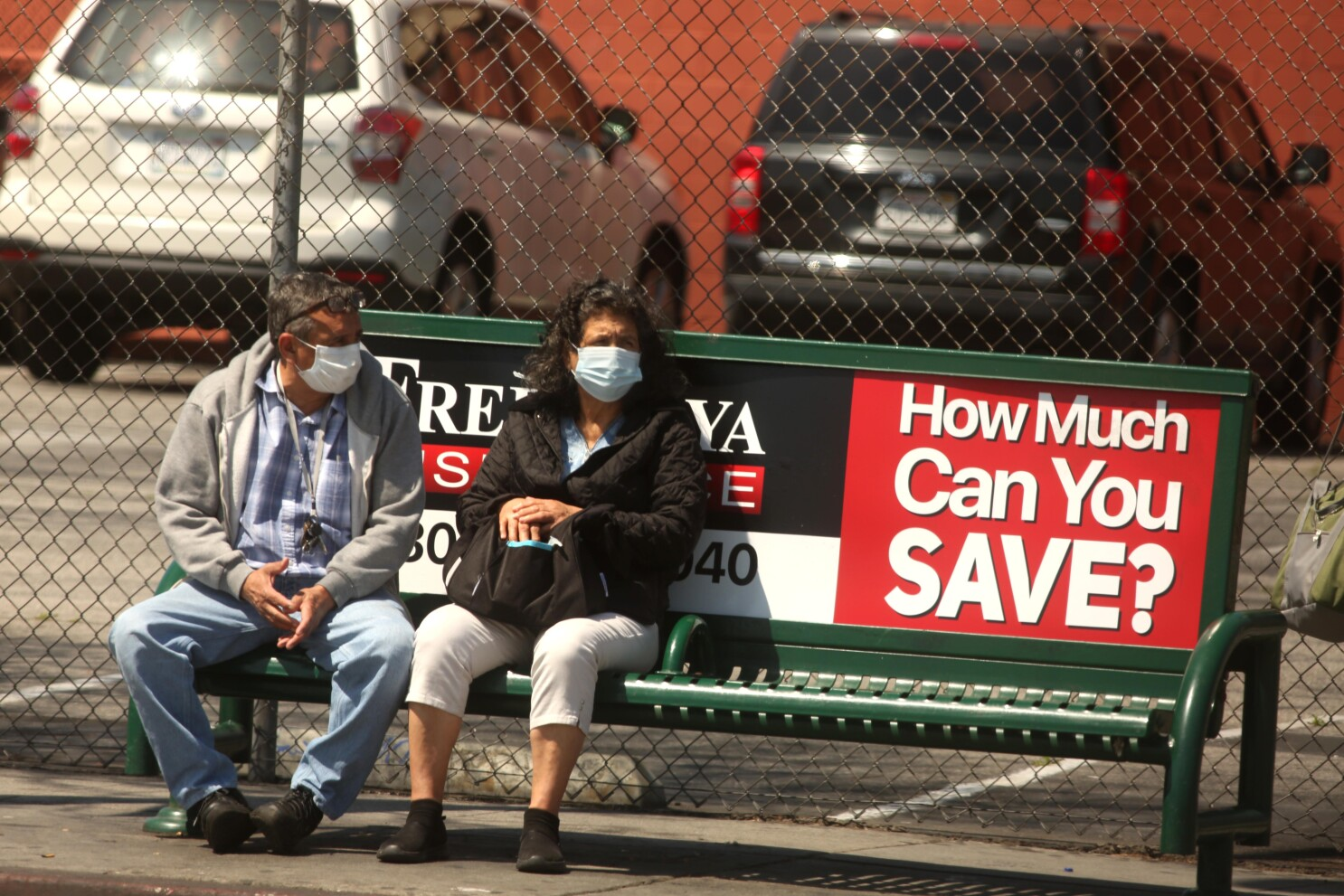 Can I get fined for not wearing a coronavirus mask outside? - Los ...