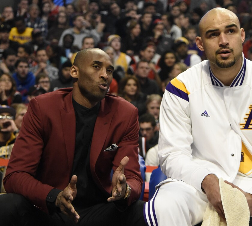 buy popular 0631e 3efa7 As Kobe Bryant sits again, Lakers are routed by Bulls - Los ...