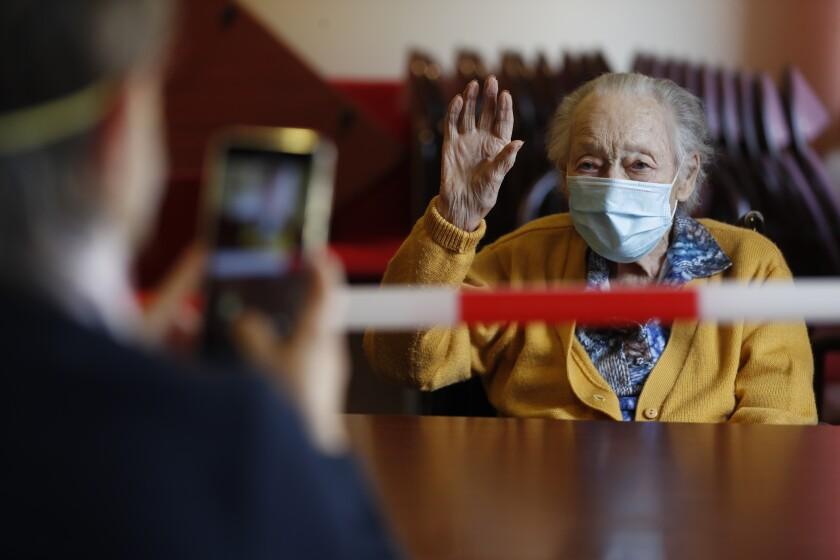 Francia cede y autoriza visitas a residencias de ancianos - San ...