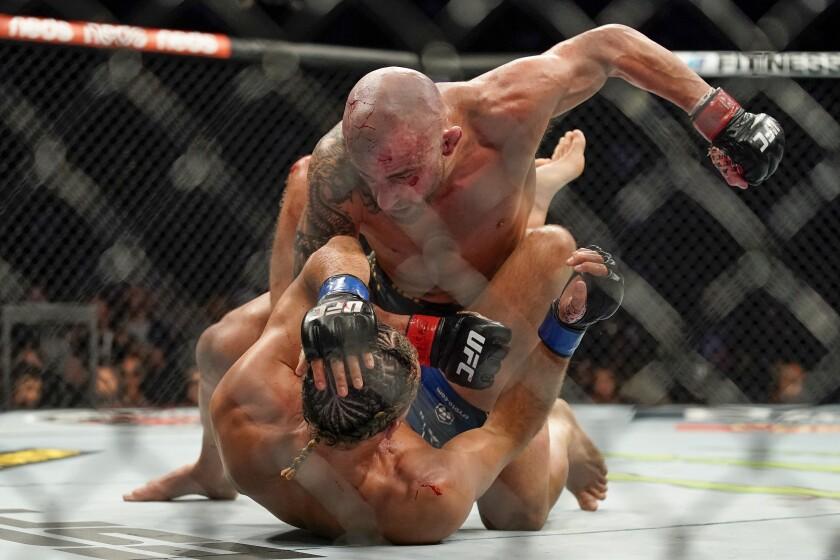 Alexander Volkanovski: Brian Ortega se ganó mi respeto por lo que demostró  en UFC 266 - Los Angeles Times