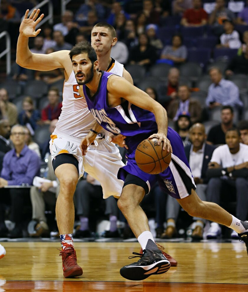 Sacramento Kings' Omri Casspi, of Israel, drives past Phoenix Suns' Alex Len during the first half of an NBA basketball game, Wednesday, Nov. 4, 2015, in Phoenix. (AP Photo/Matt York)