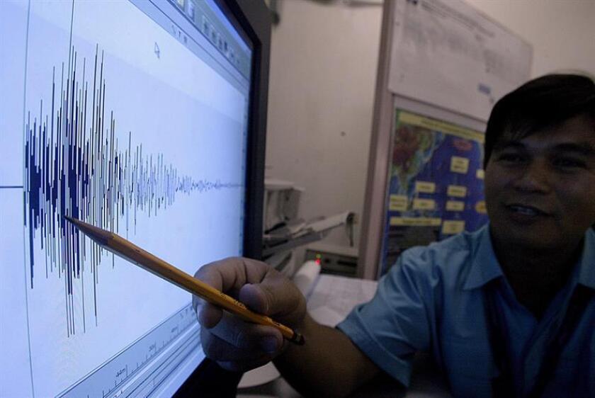 Según la información preliminar del Instituto Nacional de Sismología, Vulcanología, Meteorología e Hidrología (Insivumeh) de guatemala, el sismo se registró a las 21:43 hora local (3:43 GMT del miércoles) y tuvo su epicentro a unos 79 kilómetros al sur-suroeste de San Marcos, en un punto del océano Pacífico entre la frontera con México. EFE/Archivo