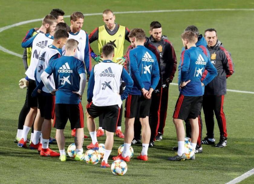 Los jugadores de la selección española durante un entrenamiento. EFE