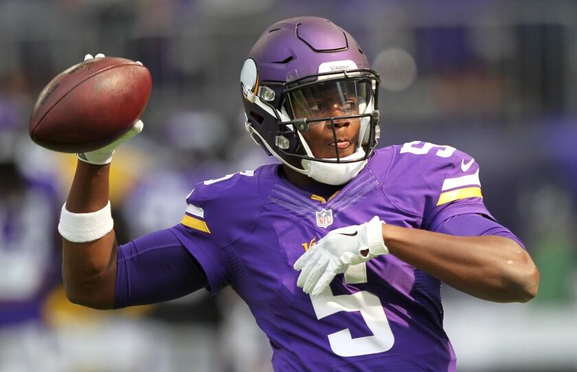 El quarterback Teddy Bridgewater (5) de los Vikings de Minnesota previo a un entrenamiento, el domingo 28 de agosto de 2016. (AP Foto/Andy Clayton-King) ** Usable by HOY, ELSENT and SD Only **