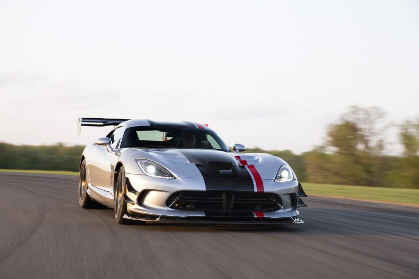 Dodge has unveiled the new 2016 Viper ACR.