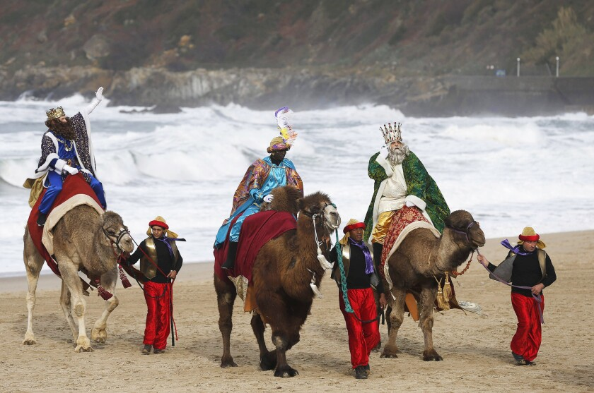 La leyenda de los Reyes Magos ha cambiado durante los años, sobre todo en lo que se refiere a la edad, raza y número de sabios que se mencionan en la tradición.
